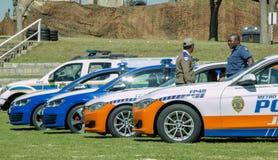 Södra fem - afrikanska polisbilar fem med två poliser Royaltyfri Foto