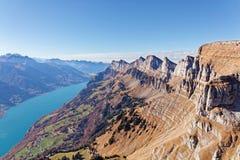 Södra framsida av den Churfirsten massiven och Walensee sjön royaltyfri bild