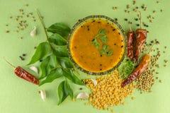 Södra indisk traditionell Dal med ingrediants royaltyfri bild