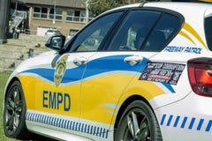 Södra - metade den bil- EMPD Closup sidosikten för den afrikanska polisen Arkivbilder