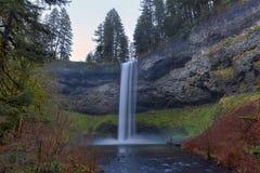 Södra nedgångar på silver faller delstatsparken i Oregon USA Royaltyfri Bild