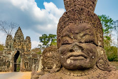 Södra port till Angkor Thom i Cambodja Arkivbild