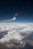 Södra - sikt för afrikanAriways vinge arkivfoton