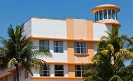 Södra strandart déco som bygger i Miami, Florida Arkivfoto