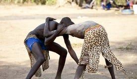 Södra sudanesiska brottare i södra Sudan royaltyfri foto