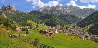 södra tyrol för dolomitesselva wolkenstein Arkivbilder