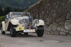 Södra tyrol klassiker cars_2014_MG TF 1500 Arkivbild
