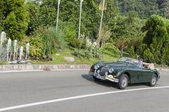 Södra Tyrol Rallye 2016_Jaguar JK 150_green_front Arkivbilder