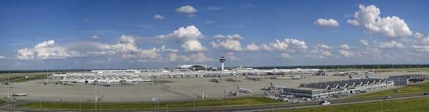 Södra Tyskland, upper, bavaria, munich, huvudstad, gränsmärke, gränsmärken, turism, lopp, flygplats, franz-josef-strauss, torn, t Royaltyfria Foton