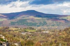 Södra Wales sikt in mot den Sugar Loaf kullen Monmouthshire Royaltyfri Fotografi