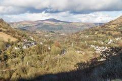 Södra Wales sikt in mot den Sugar Loaf kullen Monmouthshire Royaltyfri Foto
