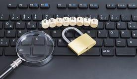 Söka efter IT-säkerhet Royaltyfri Bild