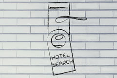 Söka för det perfekta hotellet, rolig design för dörrhängare Fotografering för Bildbyråer