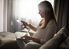 Sökande allt om havandeskap royaltyfria foton