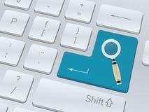 Sökande av begrepp på knappen av det vita datortangentbordet Royaltyfri Foto