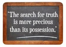 Sökande för sanningscitationstecken Arkivfoton