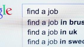 Sökande finner ett jobb på Google ZILINA SLOVAKIEN, AUGUSTI 04, 2015 lager videofilmer