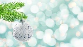 Sömlös ögla - 2018 på klumpa ihop sig jul, färgrik bakgrund för feriebokehljus stock video