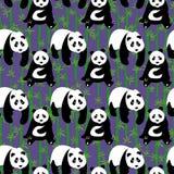 Sömlös abstrakt modell med hand-drog gulliga pandor Royaltyfri Foto