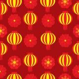 Sömlös bakgrund av den kinesiska illustrationen för nytt år med den röda blomman och lampionlampan på röd bakgrund Royaltyfri Illustrationer