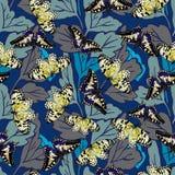 Sömlös bakgrund med en modell av fjärilar Aglais io, Parnassius apollo, Acherontiaatropos, Papilio machaon vektor illustrationer