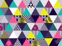 Sömlös bakgrund med texturerade mångfärgade trianglar Arkivbild