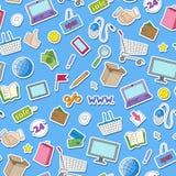 Sömlös bakgrund på temat av den online-shopping och internet shoppar, färgrika klistermärkesymboler på blå bakgrund Arkivfoton