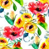 Sömlös bakgrundsmodellvallmo, blåklinter, lilja, kamomill, rosor med sidor och nyckelpiga på vit tecknad hand Royaltyfri Bild