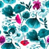 Sömlös bakgrundsmodellvallmo, blåklinter, lilja, kamomill, rosor med sidor och nyckelpiga på vit tecknad hand Royaltyfria Bilder