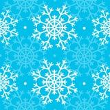 Sömlös blå julmodell med snöflingor Royaltyfria Bilder