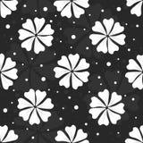 Sömlös blom- modell med vita blommor och prickar på svart bakgrund Fotografering för Bildbyråer