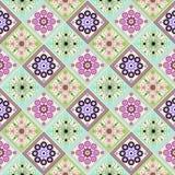 Sömlös geometrisk modell, en romb med ett härligt och ljust - violeten blommar vektor illustrationer