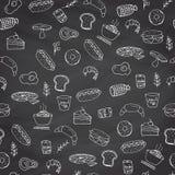 Sömlös hand dragen modell av snabbmatobjekt och symboler, hamburgare, pizza, drinkar, småfiskar, illustration Royaltyfri Foto