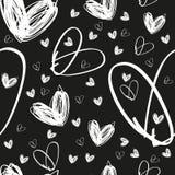 Sömlös hand dragen vit hjärtatextur på svart bakgrund Fotografering för Bildbyråer