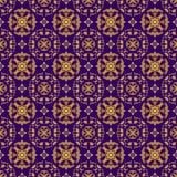 Sömlös illustration med blom- modeller, guld- modeller för tappning på purpurfärgad bakgrund Royaltyfri Foto