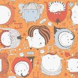Sömlös illustration med gulliga och älskvärda klottermonster, hjärtor och garnering Ljus hand dragen barnslig modell på eller royaltyfri illustrationer