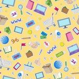 Sömlös illustration på temat av online-shopping och internetdiversehandel, de kulöra lappsymbolerna på gul bakgrund Arkivfoto