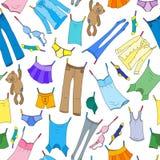 Sömlös illustration på temat av tvagningen och renlighet, olik kläder, symboler för en färg på ljus bakgrund royaltyfri illustrationer