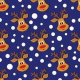 Sömlös julmodell med hjortar och snöflingor på blå bakgrund Arkivbild