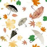 sömlös modell av höstsidor och paraplyer Royaltyfri Illustrationer