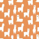 Sömlös modell av roliga hand-drog vita lamor eller alpacas på en orange bakgrund Illustration för barn, rum, textil, cl royaltyfri illustrationer