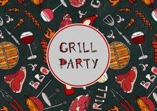 Sömlös modell av sommargallerpartiet Biff korv, grillfestraster, tång, gaffel, brand, ketchup Svart brädebakgrund och Chal Royaltyfri Foto