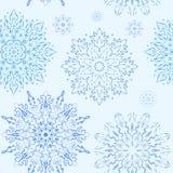 Sömlös modell för blå enkel snöflinga Royaltyfri Bild