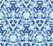 Sömlös modell för blå kalejdoskop Sömlös modell som komponeras av färgabstrakt begreppbeståndsdelar som lokaliseras på vit bakgru Royaltyfri Foto