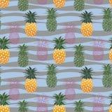 Sömlös modell för färgrik ananas på pastellfärgad vågbakgrund, för mode, tyg, textil, tryck eller tapet arkivbild