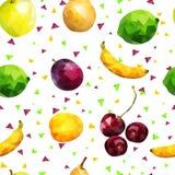 Sömlös modell för frukt: äpplen, limefrukt, apelsin, päron, banan- och plommonbär och aprikos och körsbär i låg poly stil, på vit stock illustrationer
