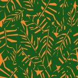 Sömlös modell för gröna tropiska sidor på orange bakgrund Fotografering för Bildbyråer