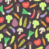 Sömlös modell för grönsaker på mörk bakgrund Royaltyfria Bilder