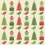 Sömlös modell för jul med bollar, julgranar, gåvor a royaltyfri illustrationer