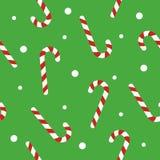 Sömlös modell för jul med godisrottingar, snöboll på grön bakgrund Bakgrund för inpackningspapper, tygtryck Arkivbilder